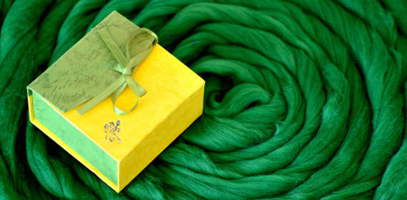 Banner with a gift box on a merino wool swirl