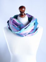 Romantic eternity scarf in pink and blue