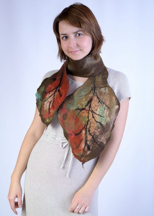 Leaf scarf in brown for autumn