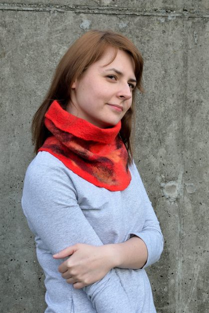 Red cowl scarf with aubergine tones