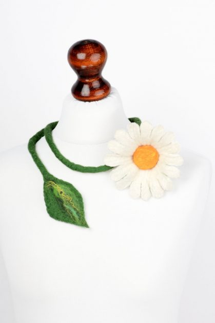 Felted daisy necklace
