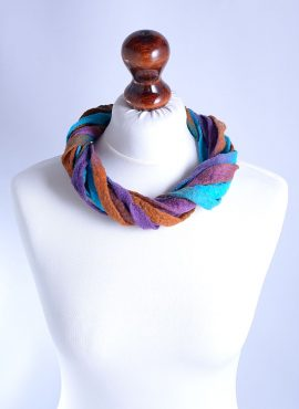 Chic twisted wool necklace made of felt ribbons