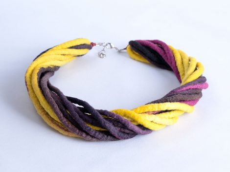 Modern necklace in aubergine and yellow