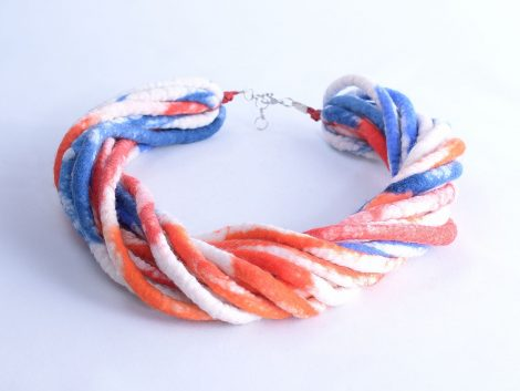 Multistrand necklace in red and blue