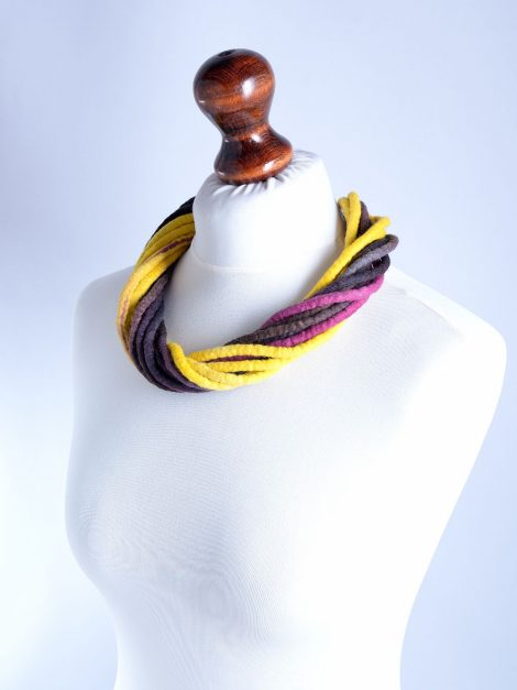 Rope necklace in aubergine and yellow