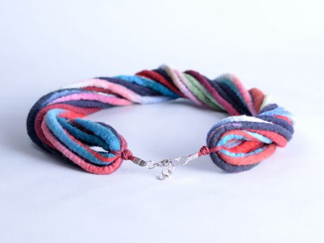 Rope necklace in marine style