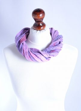 Stylish wool ribbon necklace in violet