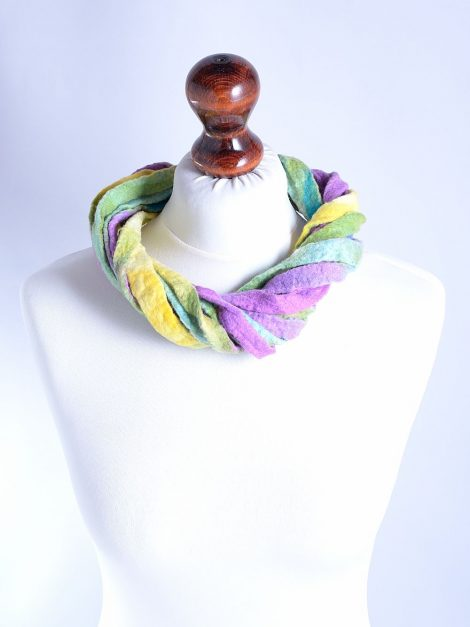 Thick fiber ribbon necklace in pastels