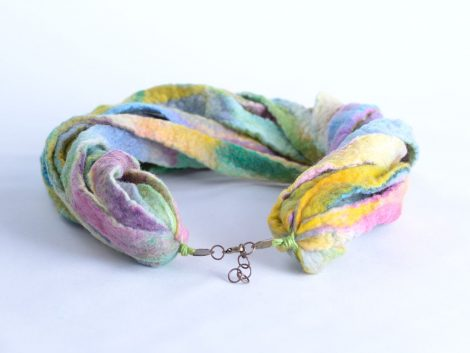 Warm fiber necklace in pastel tones