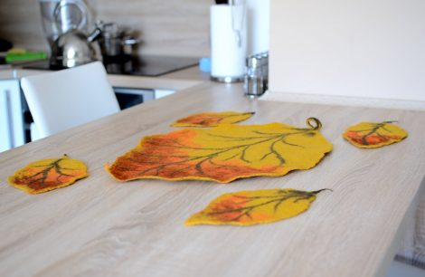 Set of 5 coasters in the shape of felted leaves