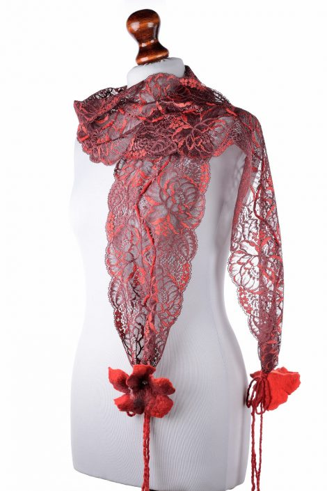 Chic lace scarf in red