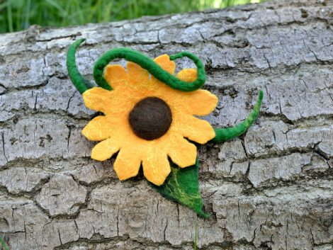 Natural sunflower brooch