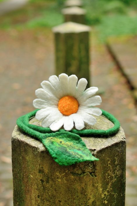 White daisy jewelry