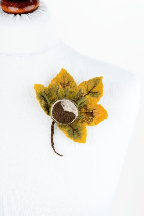 Felt autumn brooch with leaf and chestnut
