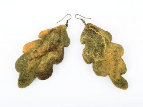 Felt earrings with oak leaves
