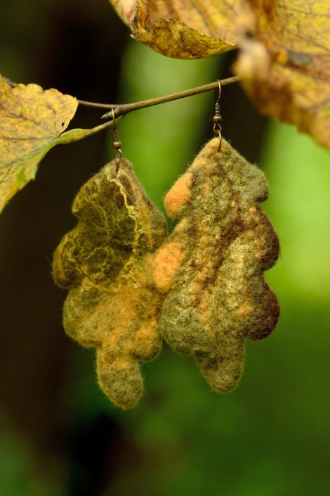 Felt oak earrings