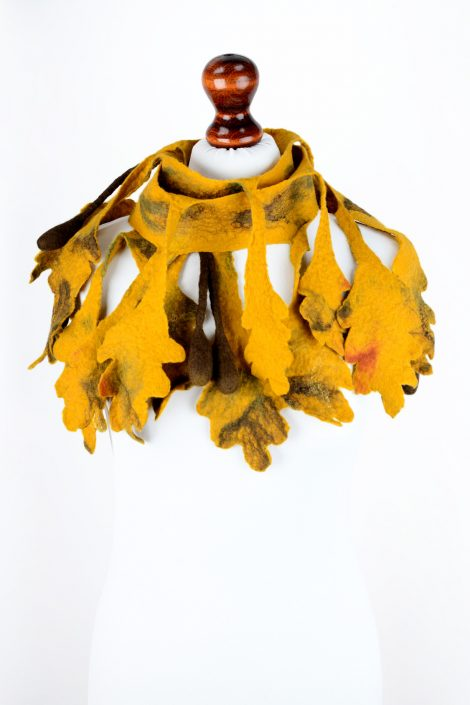 Felt scarf with yellow oak leaves