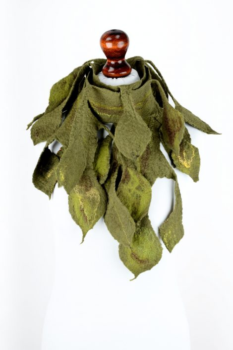 Green felt scarf with leaves