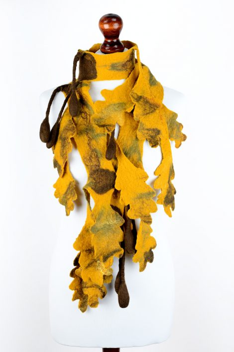 Oak scarf with falling leaves