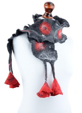 Short felt scarf with flowers