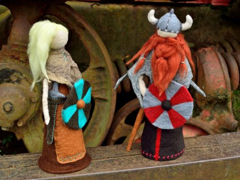Figurines of viking warriors Lagertha and Ragnar