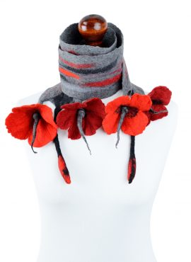 Romantic felt scarf with red flowers