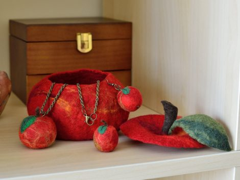Once upon a time jewelry set with red apples