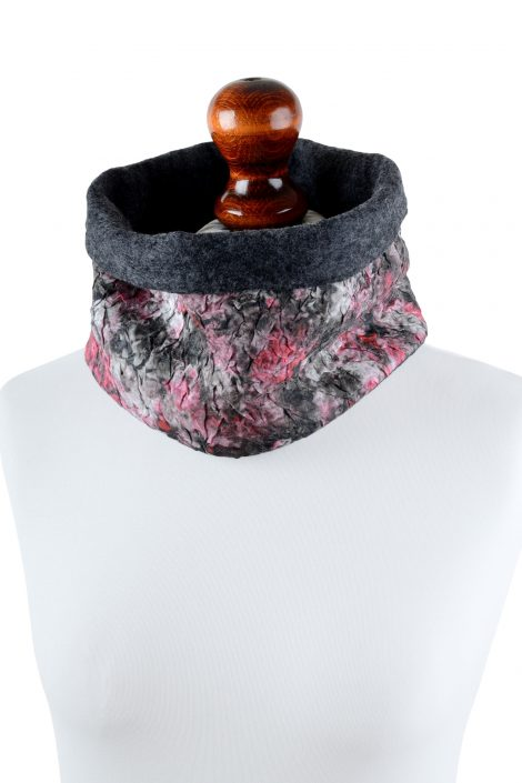 Warm snood scarf for women in red and black